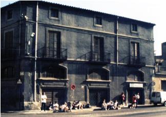 Avda. Barcelona nº 85 BAIXOS. Esperant per fer un curset d'escalada de l'any 1991.
